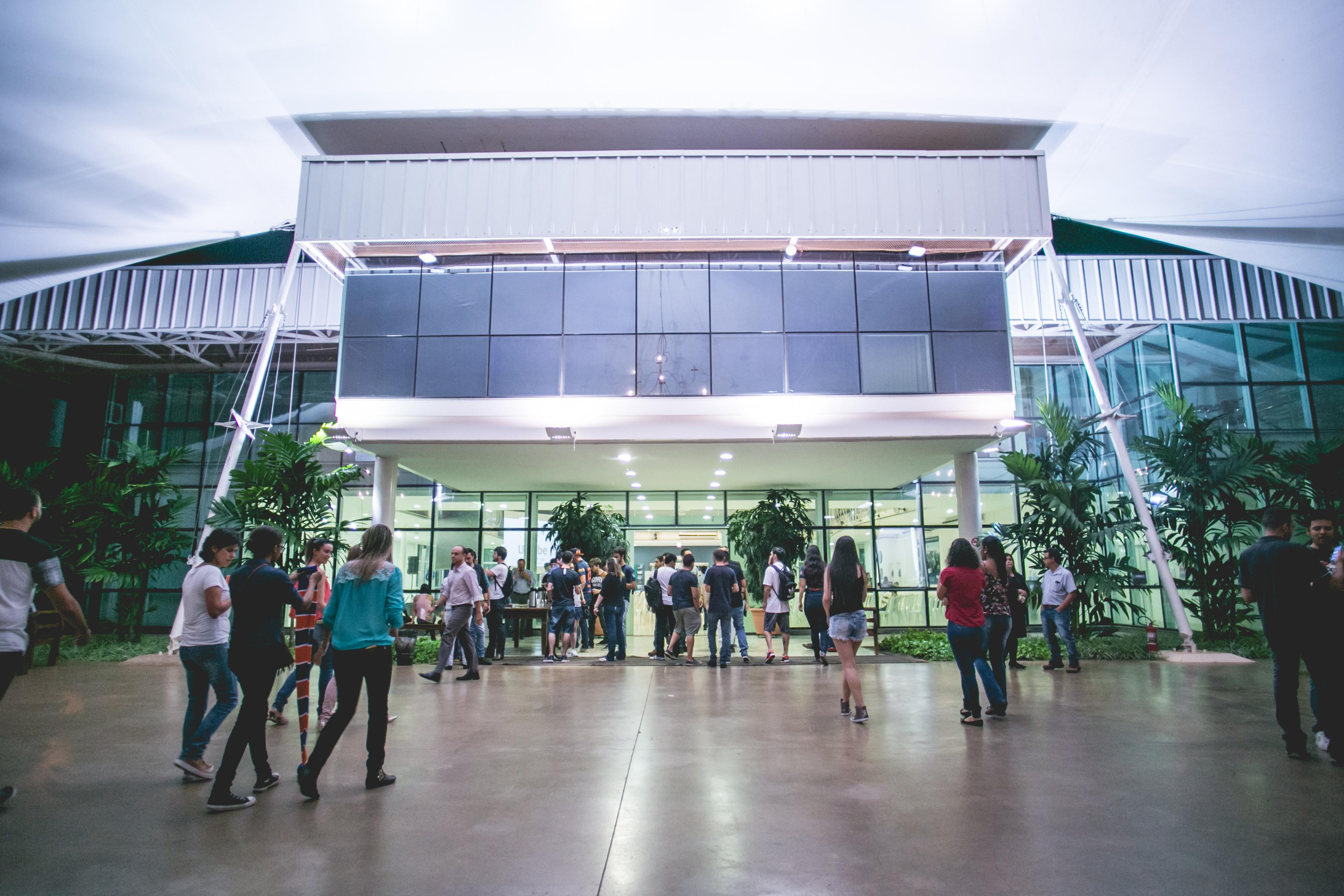 Foto da entrada do campus Granja Marileusa da UNIUBE.
