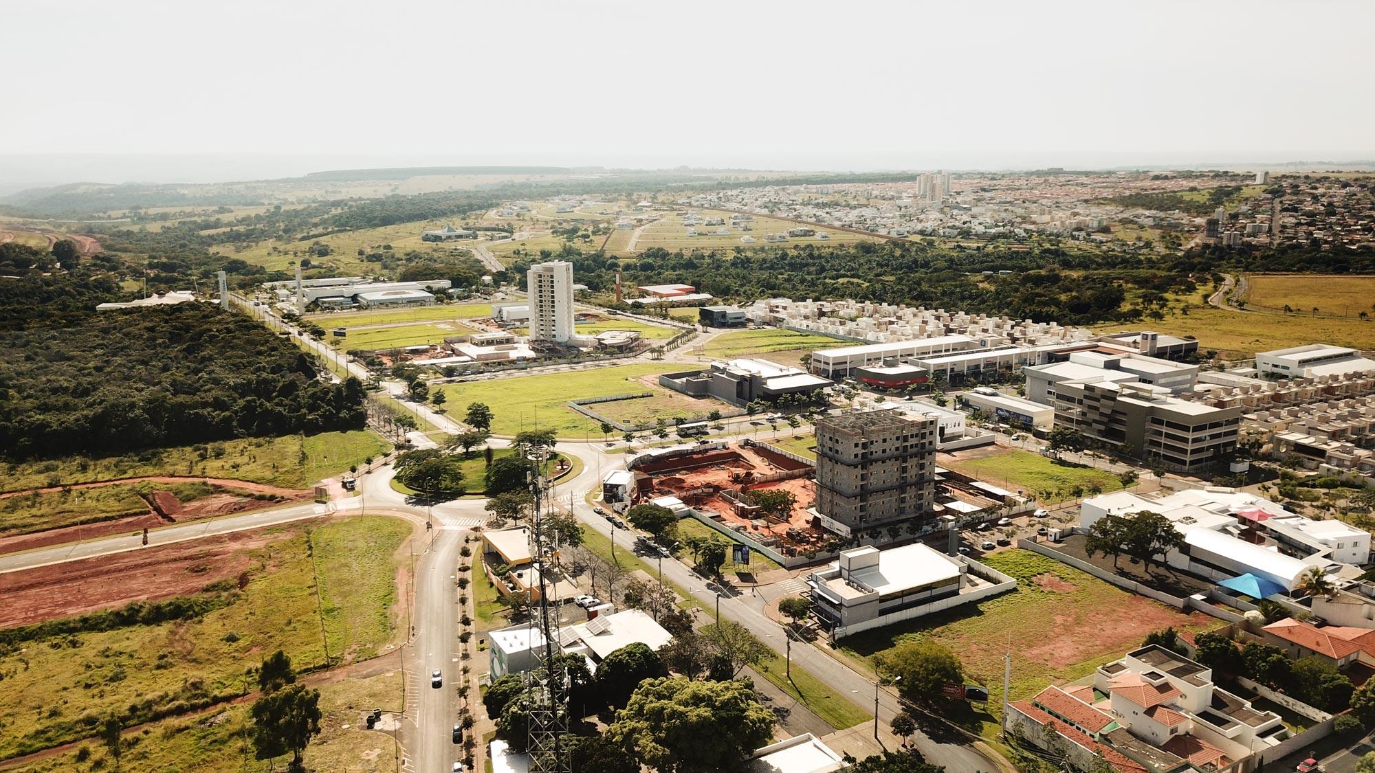 Foto aérea dos empreendimentos em construção no Granja Marileusa.